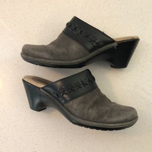 SoftSpot Gray and Black Suede Clogs Womens size 10